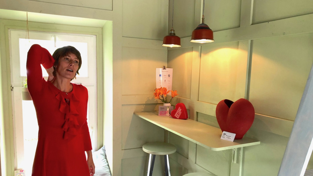 Luise Loué in ihrem Tiny House in Utting