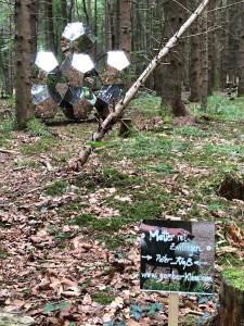 Kunstwerk von Gombarklass am Ammersee Skulpturenweg