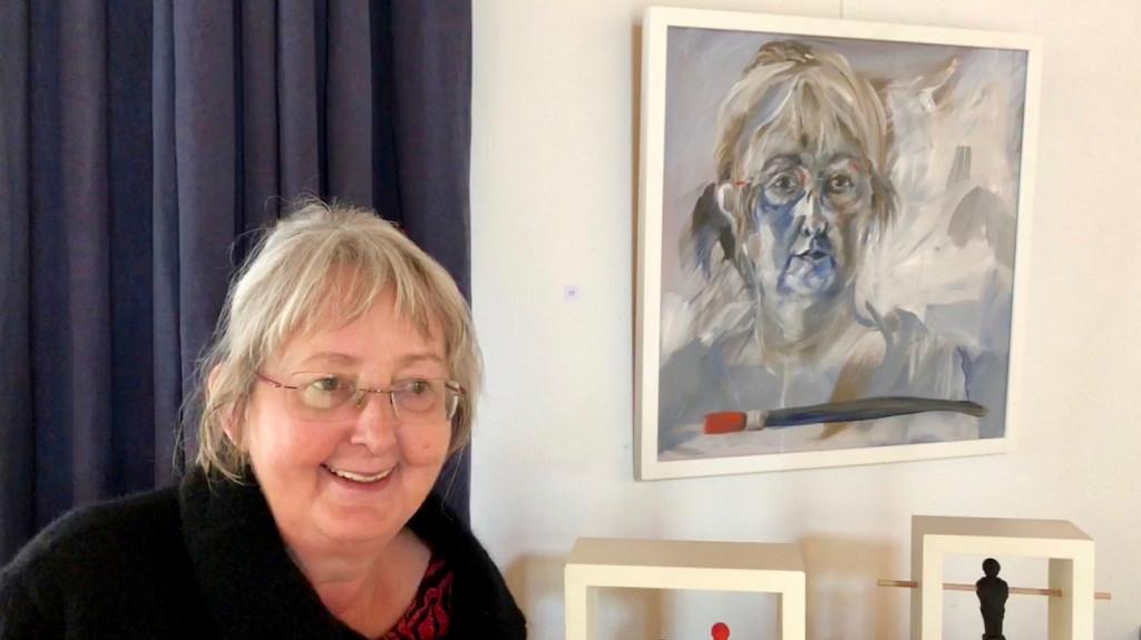 Barbara Manns vor Selbstportrait