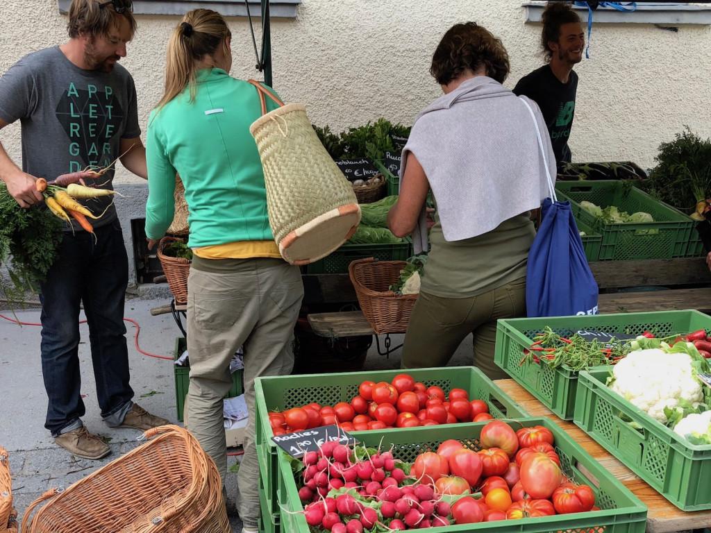 Einkaufen am Dorfmarkt Schondorf