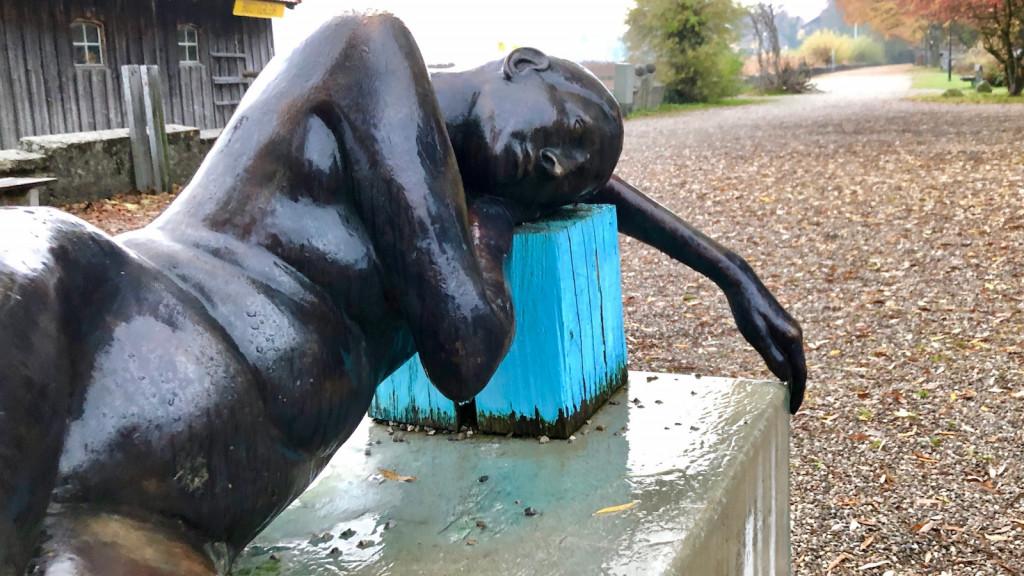 Skulptur in der Seeanlage in Schondorf am Ammersee