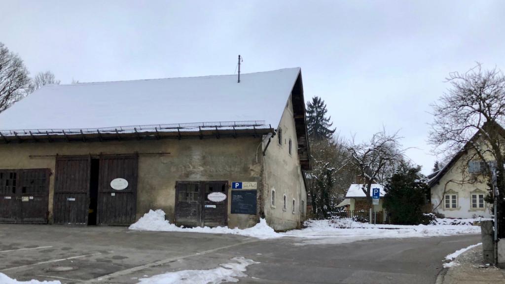 Lagerhalle neben der Seepost Schondorf