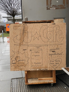 Eingang des JuCafe