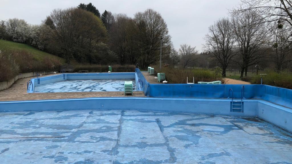 Die Becken im Warmbad Greifenberg am Ammersee