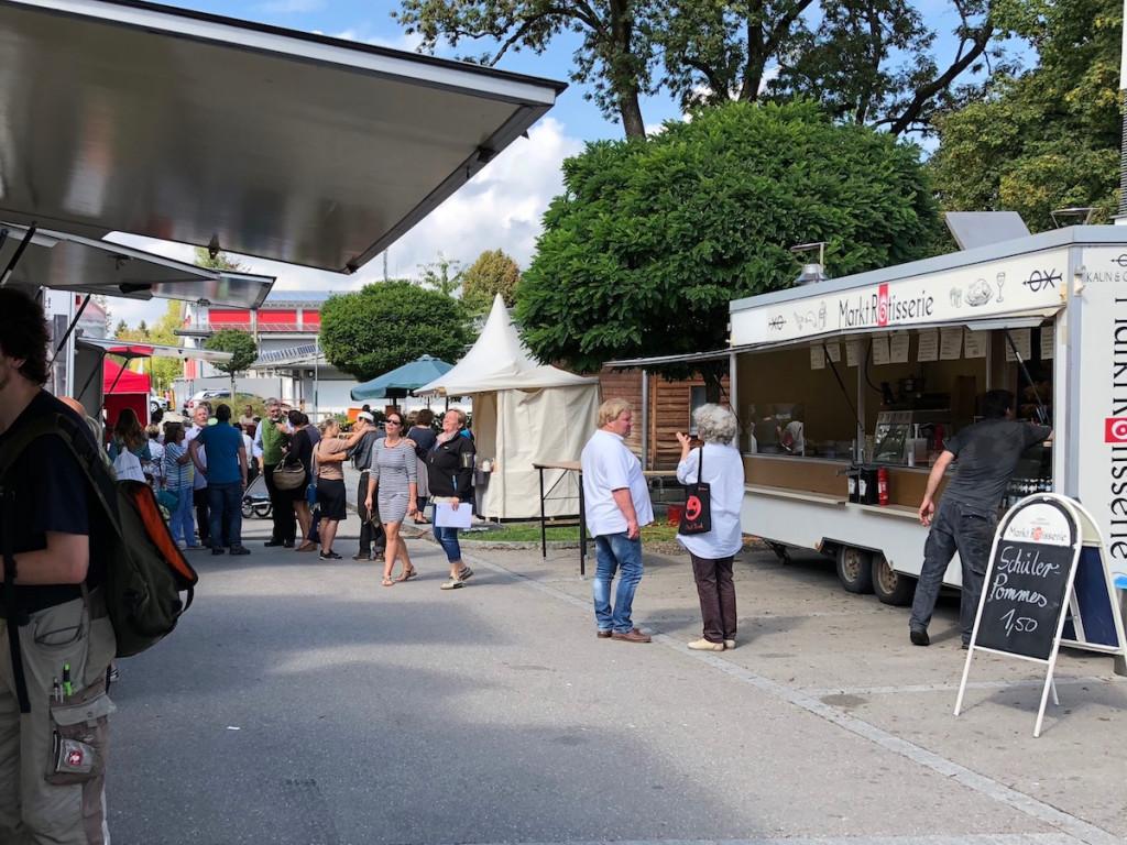 Wochenmarkt in der Ortsmitte Schondorf