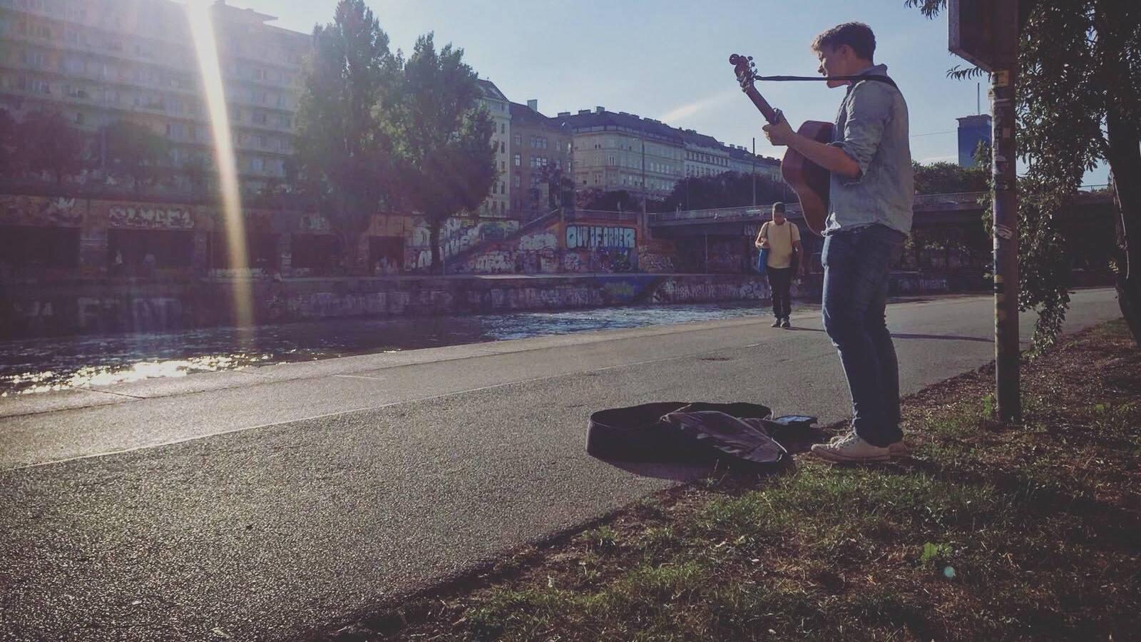 Jakob Muehleisen als Strassenmusiker