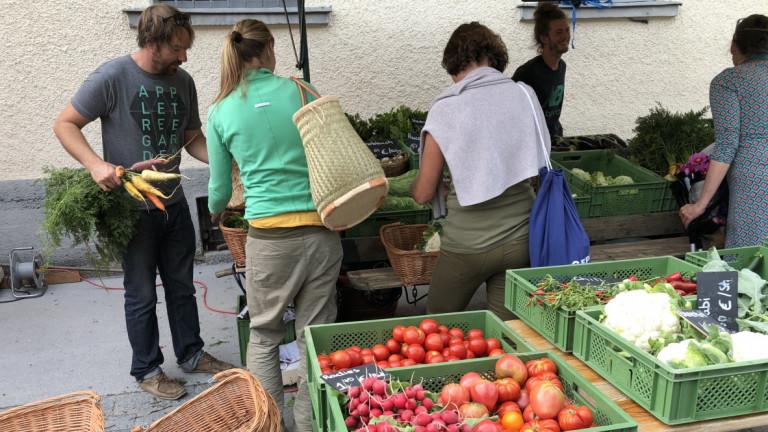 Einkaufen auf dem Schondorfer Wochenmarkt