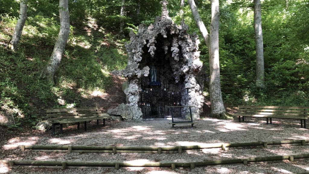 Die Lourdes-Grotte bei Walleshausen