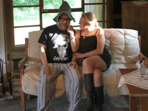 Opa mit Irina in seiner heißen Hütte
