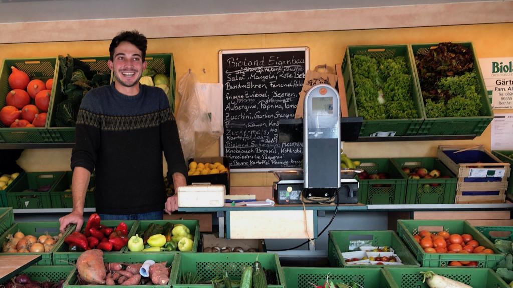 Biobauer Albrecht auf dem Schondorfer Freitagsmarkt