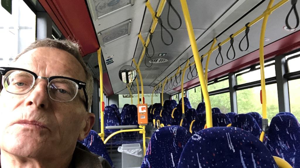 Alleine im Linienbus