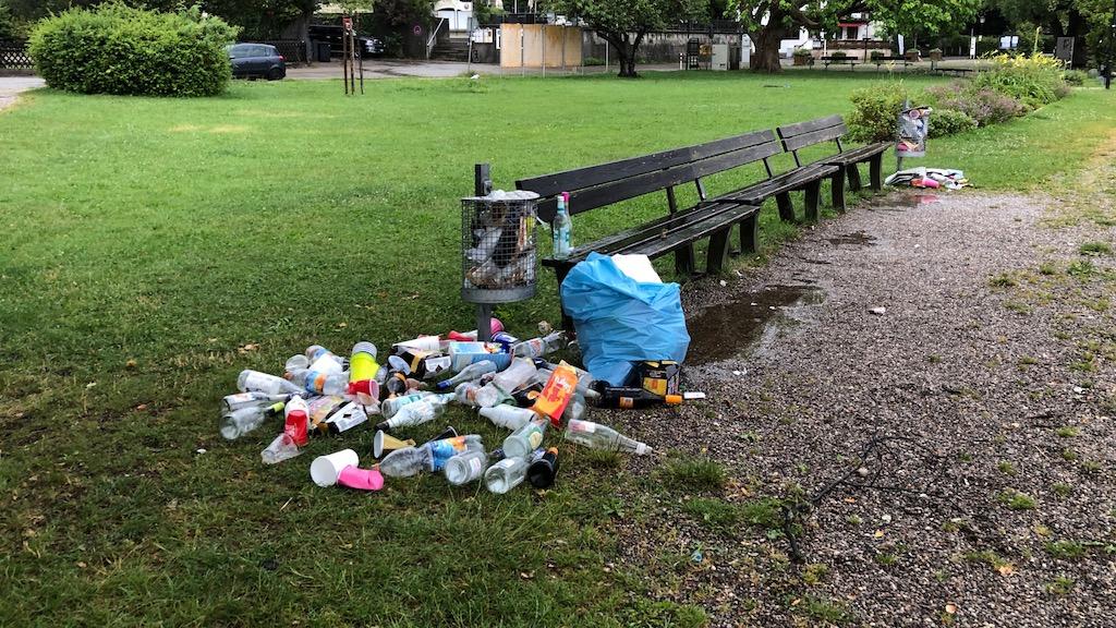 Müll in der Schondorfer Seeanlage