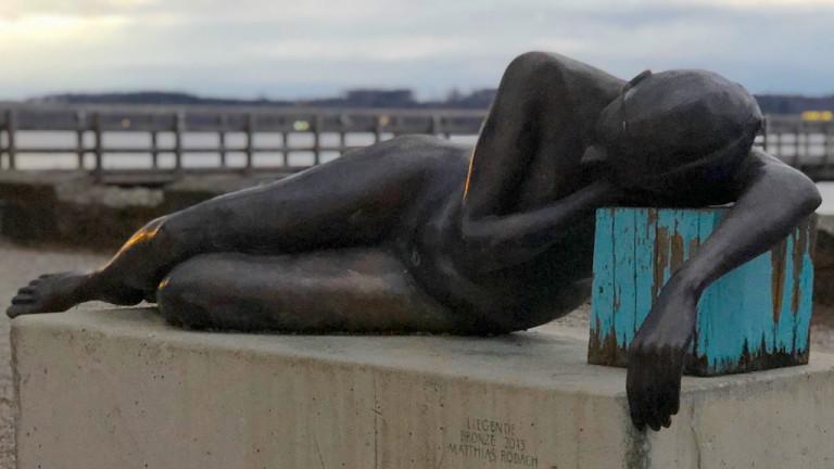 Skulptur Die Liegende