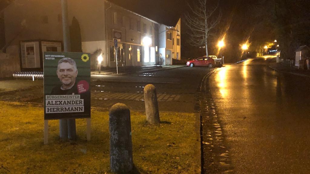 Wahlplakat in derSchondorfer Bahnhofstrasse