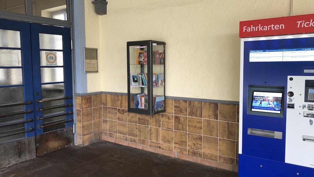 Büchertauschbox am Bahnhof Schondorf