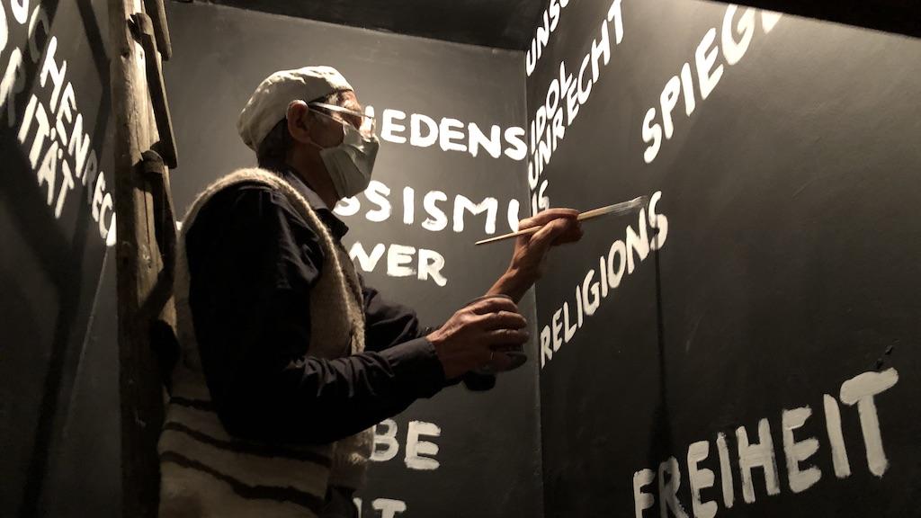 Andreas Kloker bei Kunst hält Wache