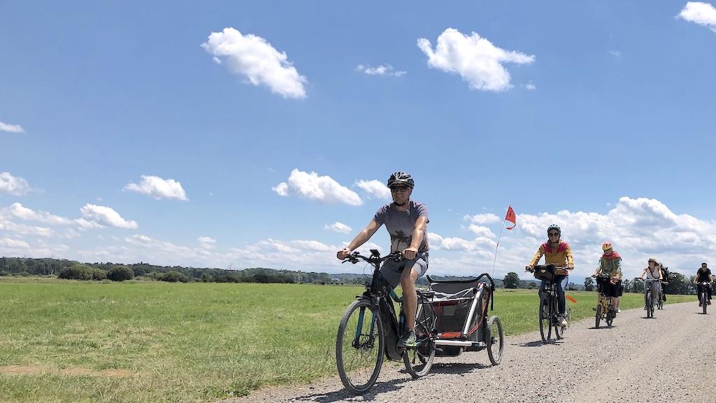Radfahrer im Ampermoos bei Kottgeisering