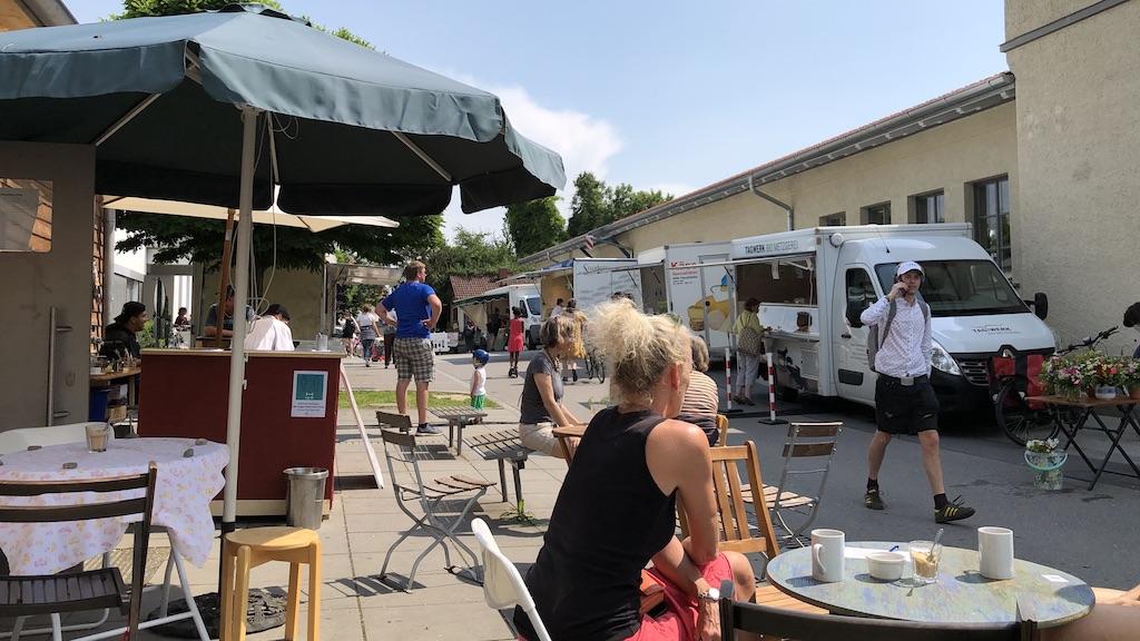 Wochenmarkt mit Metzgerei Tagwerk und Forellenzucht Sandau