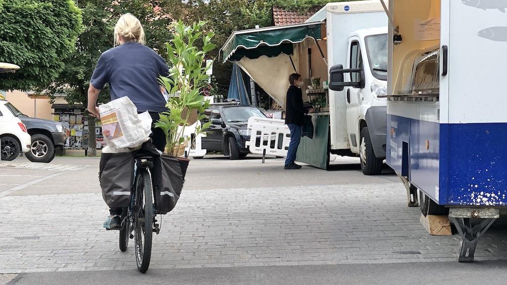 Einkaufen auf dem Schondorfer Dorfmarkt