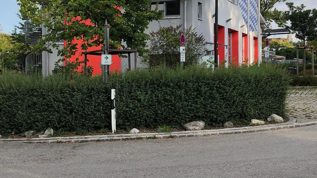 Radverkehrsfuehrung in Schondorf an der Feuerwehr