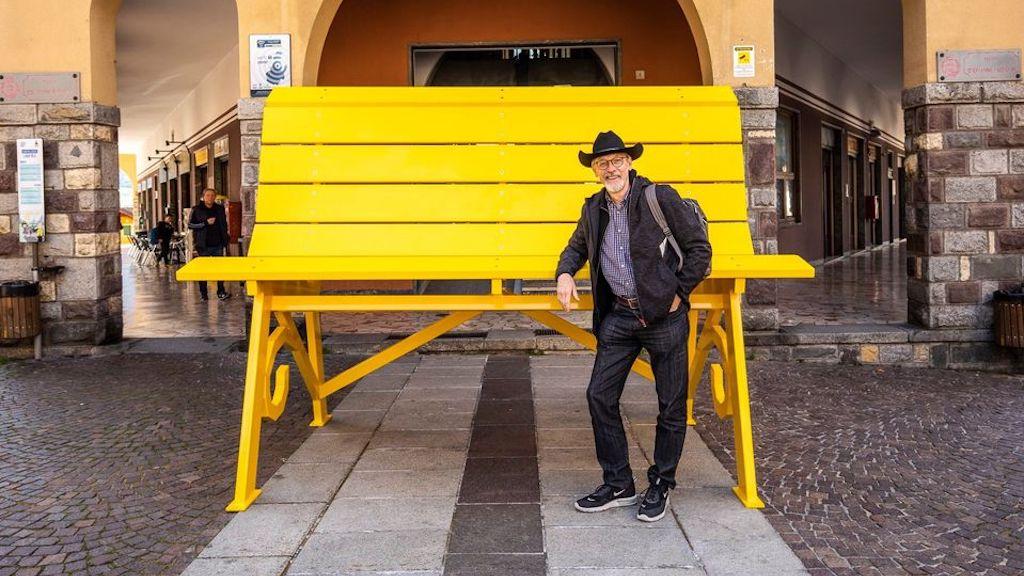 Chris Bangle vor einer Big Bench