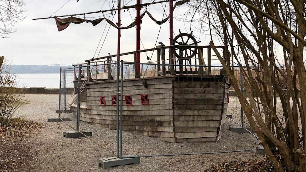 Spielschiff in der Seeanlage Schondorf