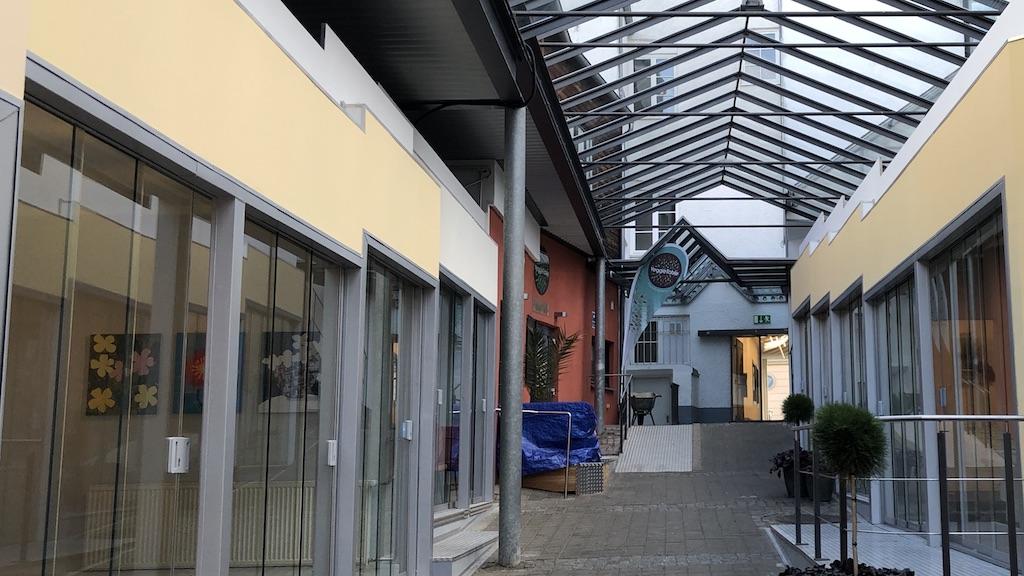 """Ausstellung """"Flowers"""" in der Zederpassage, Landsberg"""