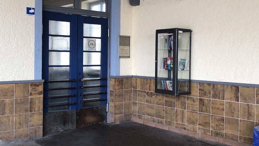 Erfolgsmodell Bürgerbudget: Büchertauschbox am Schondorfer Bahnhof