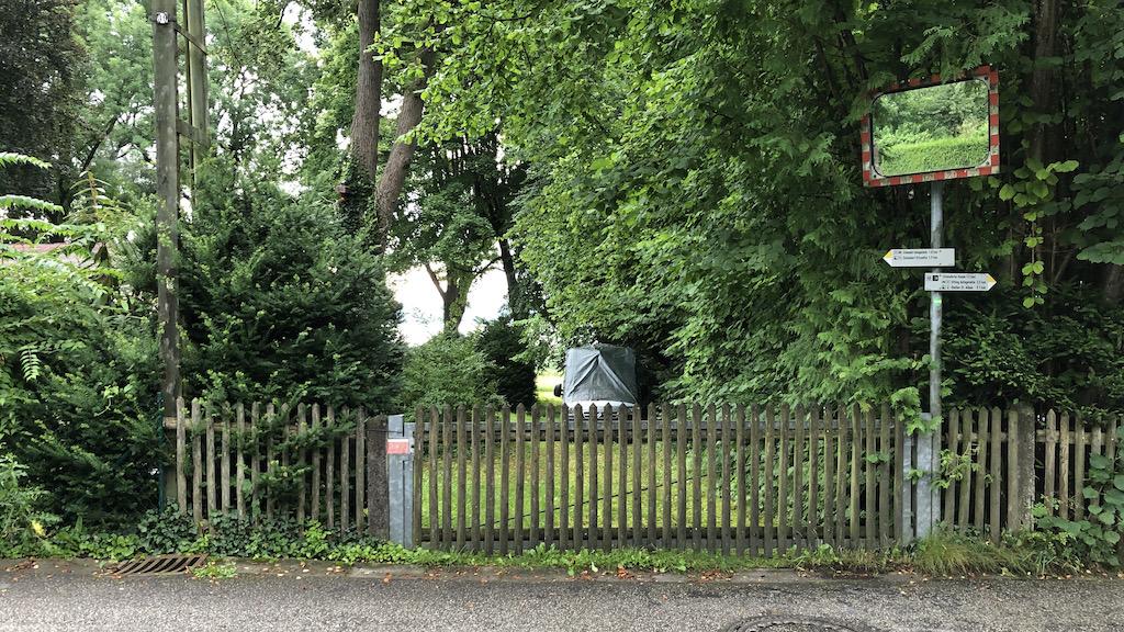 Gesperrte Zugänge zum Ammersee in Schondorf